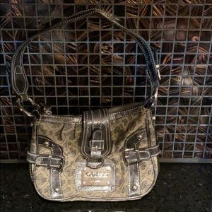 Small Guess bag, zipper close.